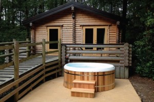 Designed as a hybrid hot tub, Urban Cedar's Sport range combines the stunning looks of a solid wood hot tub with the comfort, lower maintenance and lower running costs of a modern polymer hot tub.